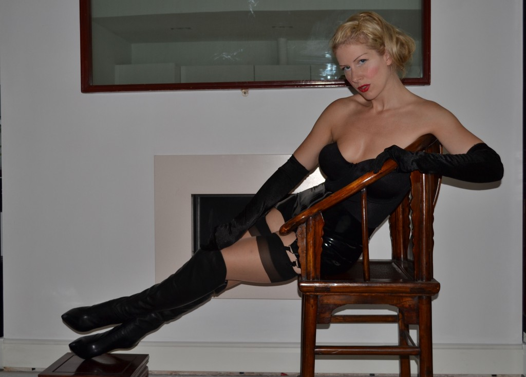 London Pin up Dominatrix